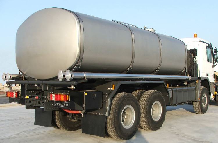 Tank truck body of 6 mm stainless steel walls. Spray bar at the rear end of the truck.